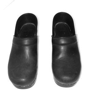 Dansko Black Oiled mule gently worn!